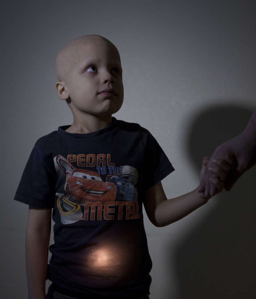 Bildreportage om barncancer. William, 6 år. Cancer i nedre delen av magen